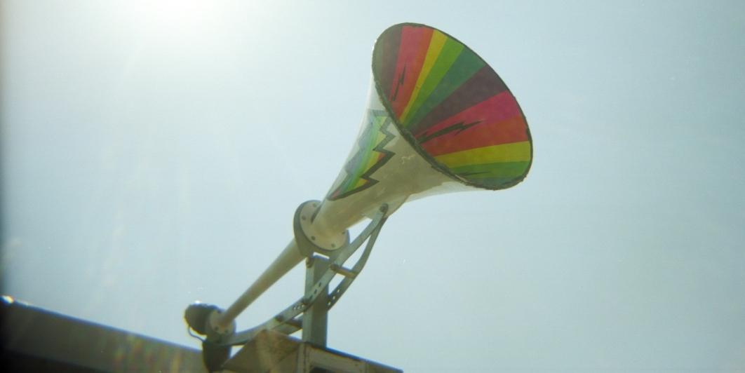 Megáfono que simboliza una cadena de WhatsApp.