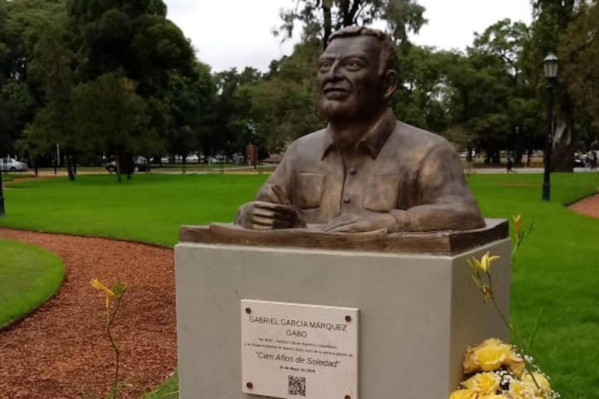 Monumento en honor a Gabriel García Márquez en Buenos Aires, Argentina.