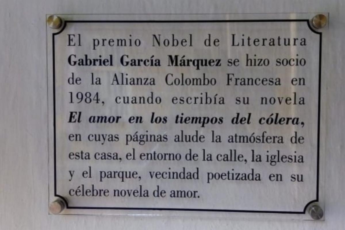 Placa homenaje a Gabo en la Alianza Francesa