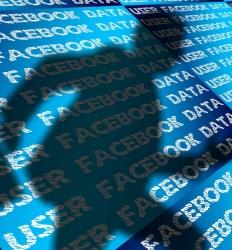 Cambridge Analytica es acusada de usar de forma indebida los datos de usuarios de Facebook.