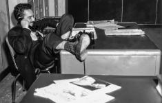 Gabo en la sala de redacción de El Espectador (1954). -Foto: Archivo El Espectador.