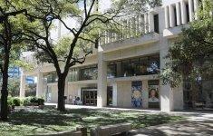 El Harry Ransom Center de la Universidad de Texas en Austin. Fotografía por Anthony Maddaloni. Imagen cortesía del Harry Ransom Center