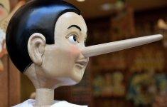 Pinocho diciendo mentiras.