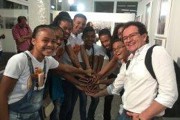 Chicos y chicas del proceso Cronicando, que ahora continuarán el proceso en un nuevo proceso con Centro Gabo y Fundación  TenarisTuboCaribe. Foto: Centro Gabo