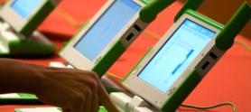 Niños en computador.