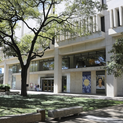 El Harry Ransom Center de la Universidad de Texas en Austin. Fotografía por Anthony Maddaloni. Imagen cortesía del Harry Ransom Center